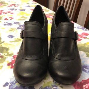 Black bass boots